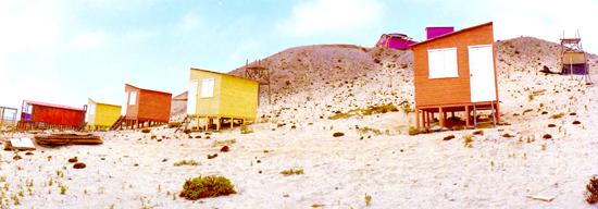 07鮮やかな色彩を持つ小屋