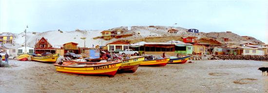 12浜辺の漁船、レストラン